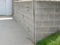 A retaining wall separating from the adjoining walls in Oakland City
