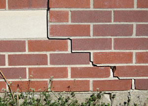 a foundation wall crack on a Petersburg home.